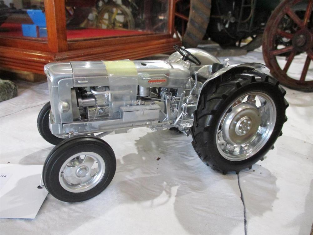 Universal Hobbies 50. Jahrestag Ltd Edition Fordson Power Major Modelltraktor, verpackt