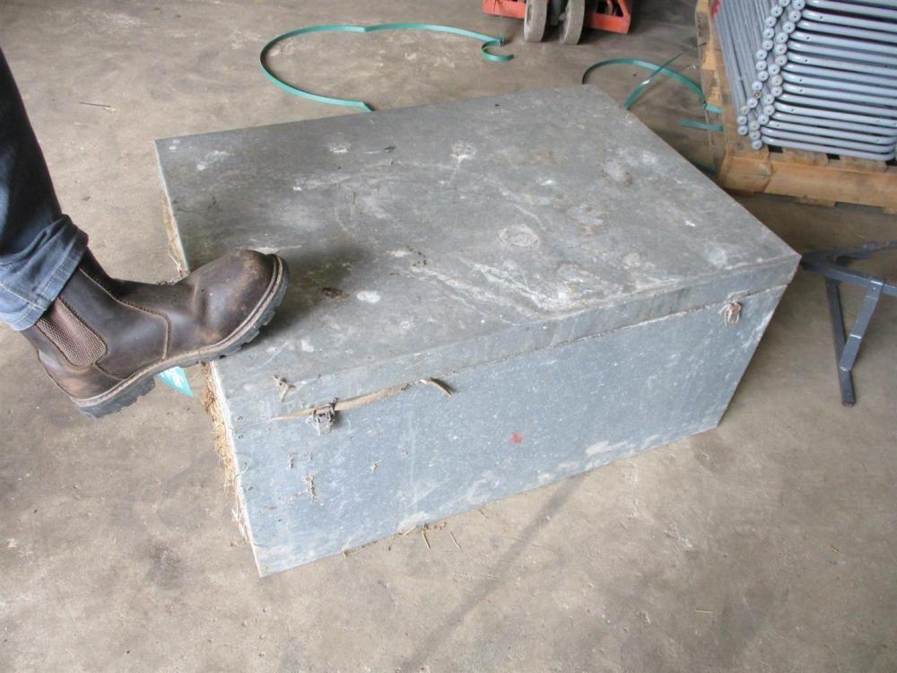 Stahl Kofferraum