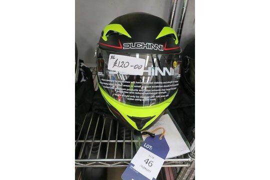 Der Duchinni D405 COLt / 807A XL Helm wird mit einer Duchinni Tasche geliefert