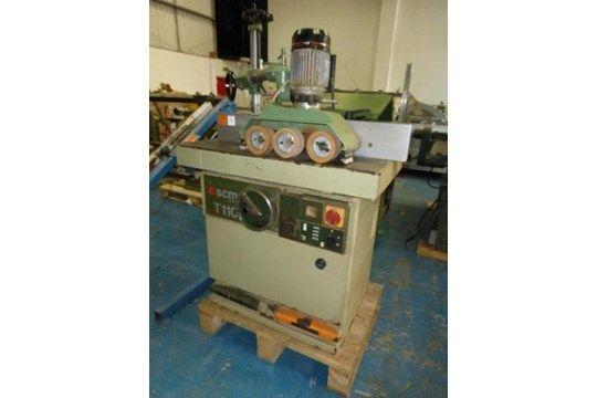 SCM T110 Tischfräsmaschine mit einem Maggi Dreirad