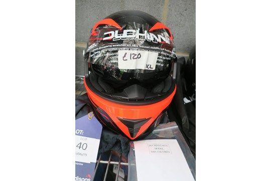Der Duchinni D405 COLT / 807A XL-Helm wird mit einer HJC-Tasche geliefert