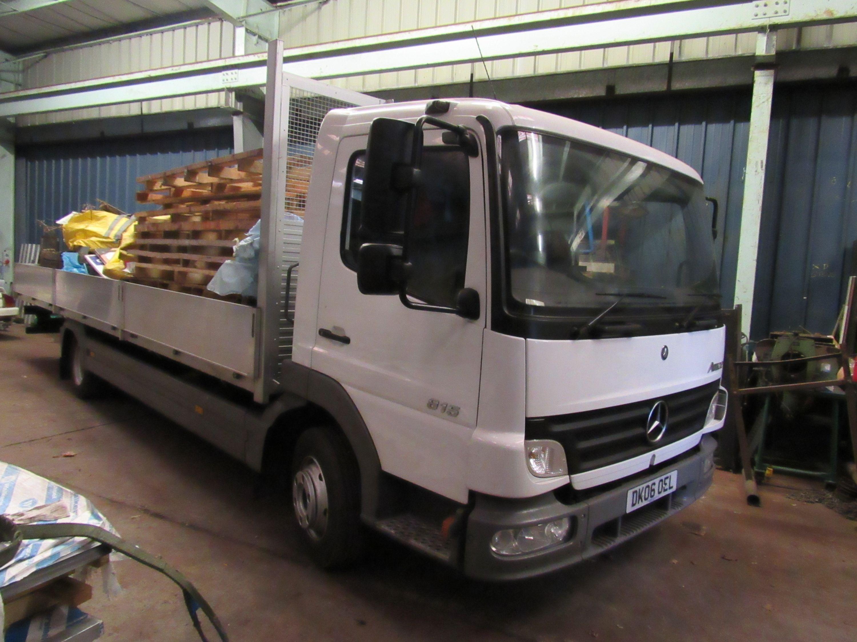 Ciężarówka burtowa Mercedes Atego 815, Weiß