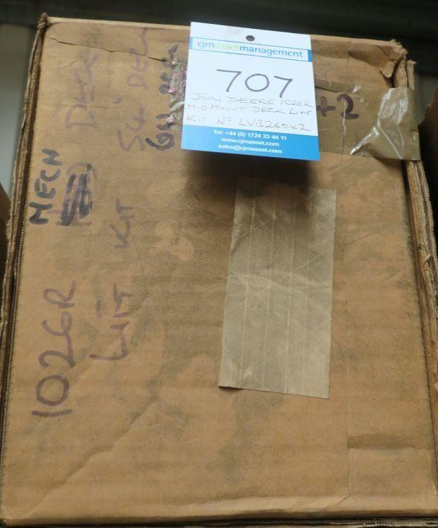 * John Deere 1026R-Kit zum Anheben des Deckels