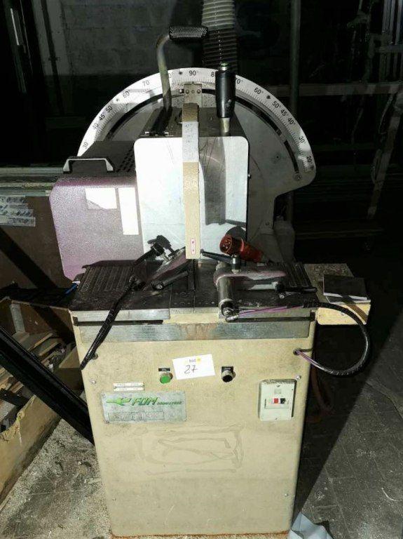 Gehrungssäge und Stromabnehmer