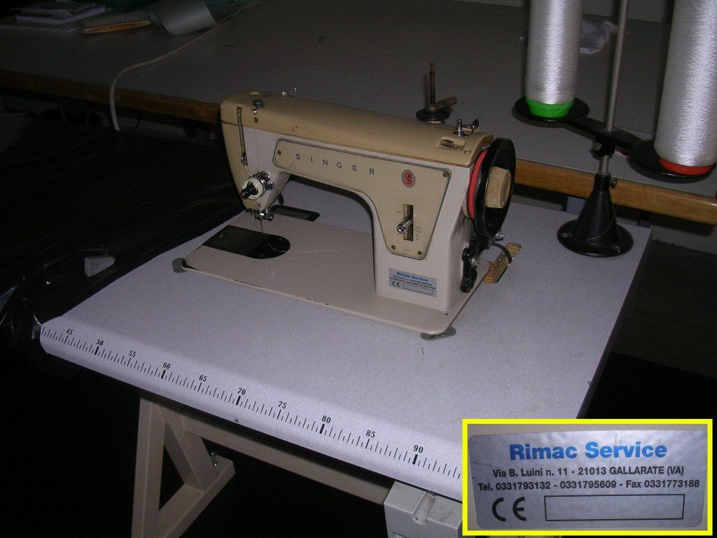 Nähmaschinen und Arbeitsmittel