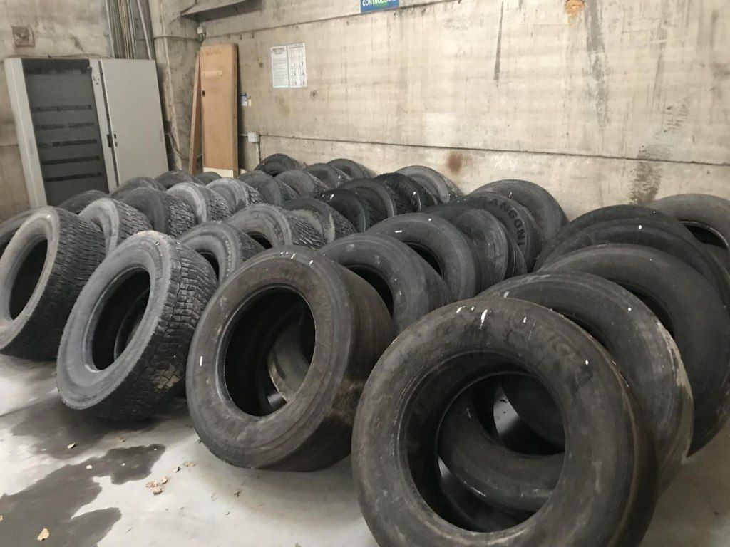 N. 42 LKW-Reifen