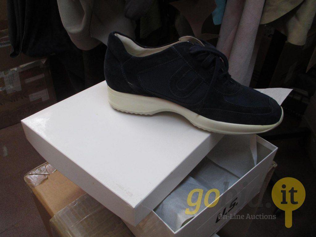 Viele Schuhe
