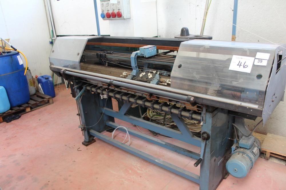Omega Flachbettstrickmaschine