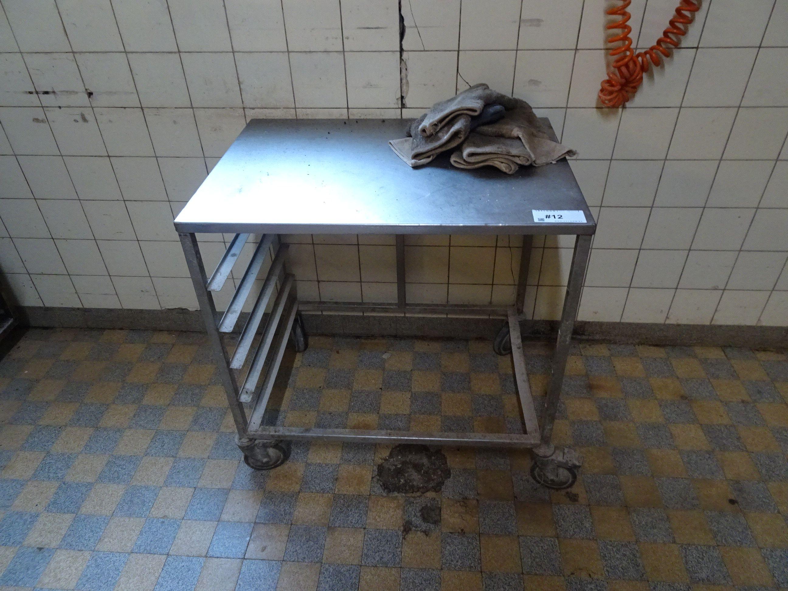1 Tisch-Stikkenwagen
