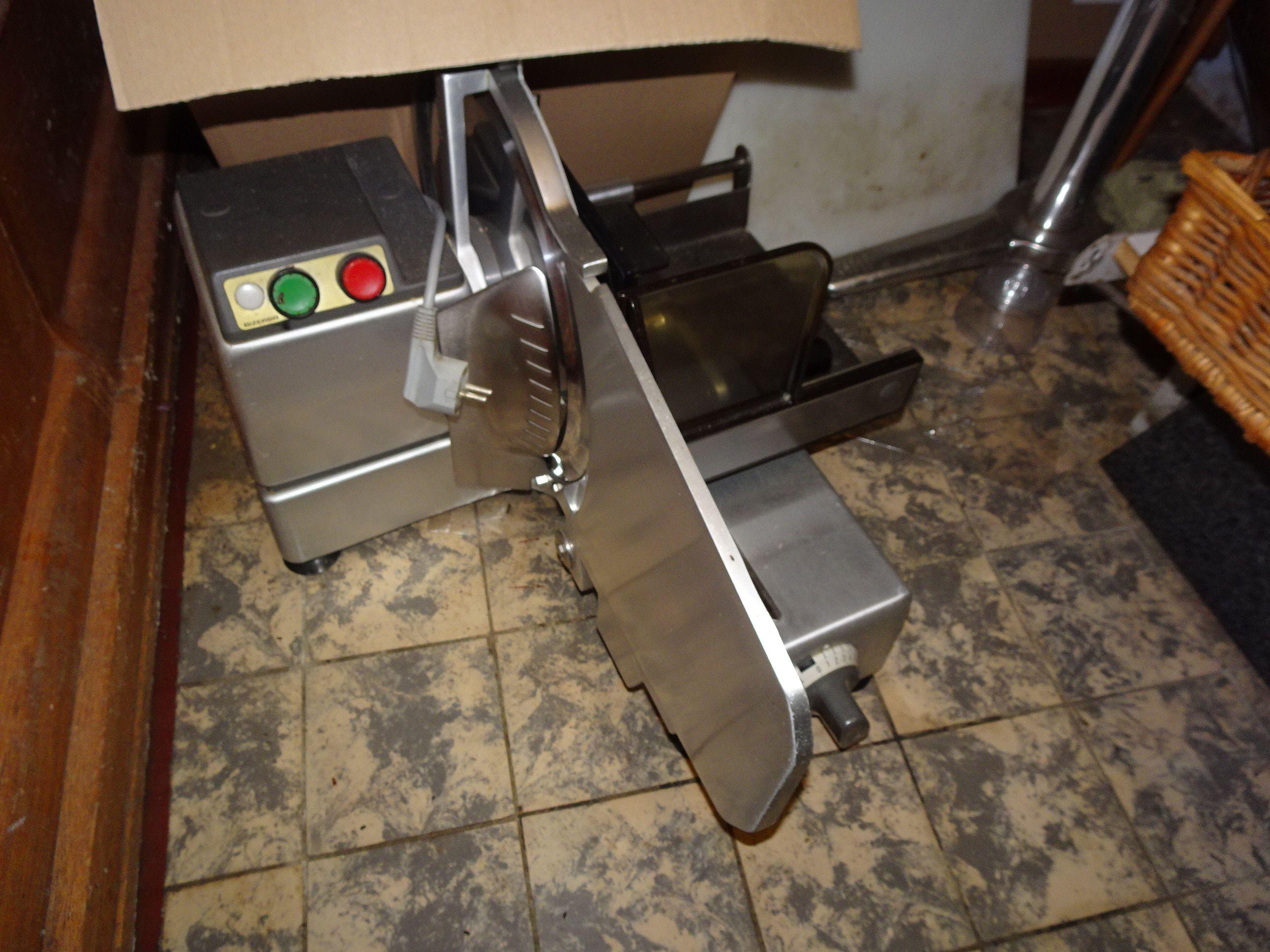 1 Aufschnitt-Schneidemaschine Bizerba
