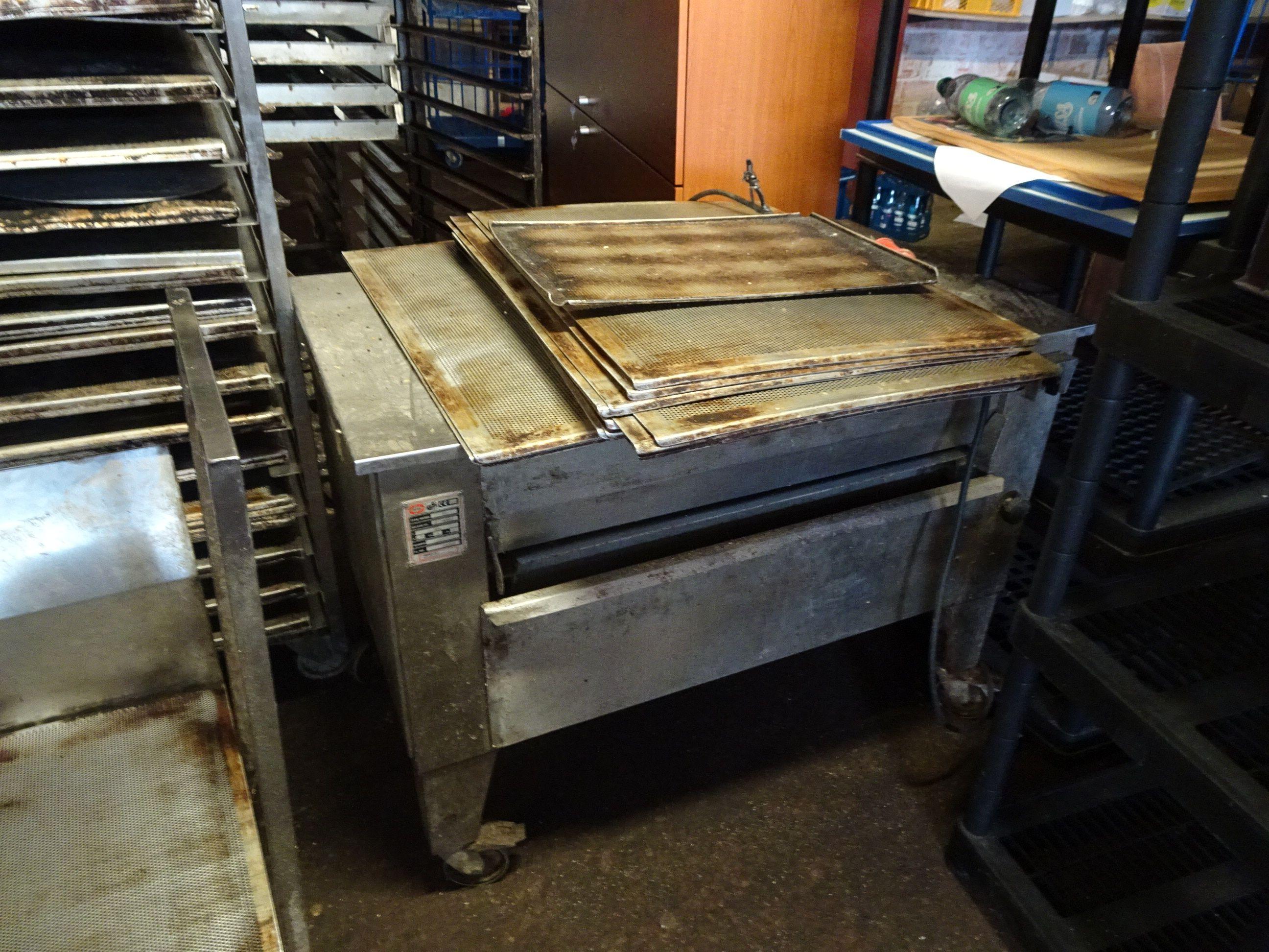 1 Backblech-Reinigungsmaschine Jeros 501