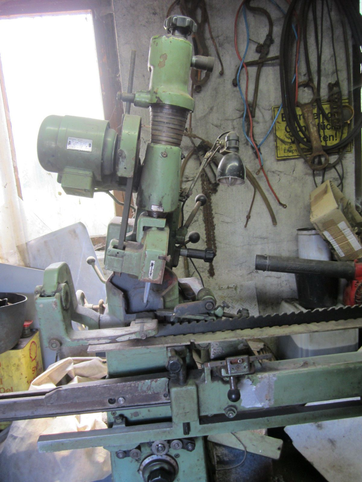 Sägenschärfmaschine (Vollmer CNHV) und Schränkapparat (Meinert PH6D)