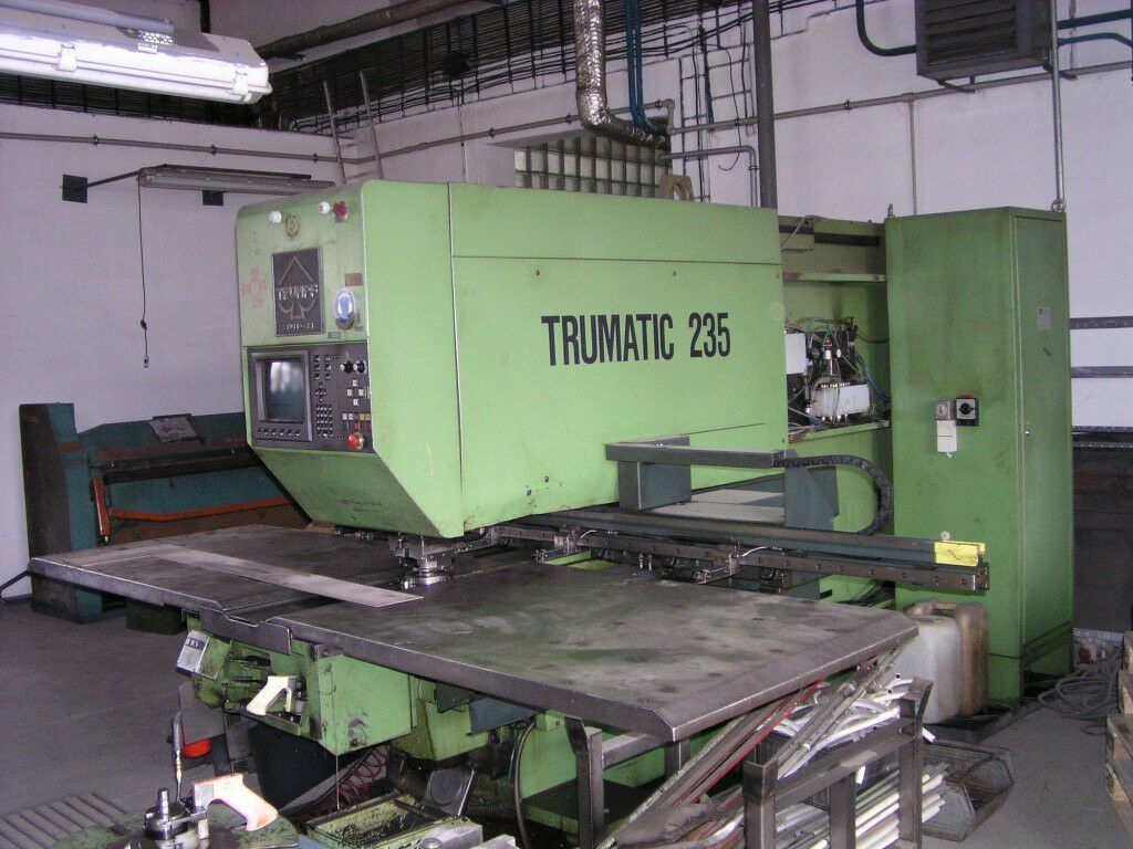 TRUMPF TC Trumatic 235 CNC Stanz- und Nibbelmaschine Revolverstanze