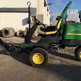 John Deere 2500 B Green Mowers carrier device carrying vehicle lawnmower