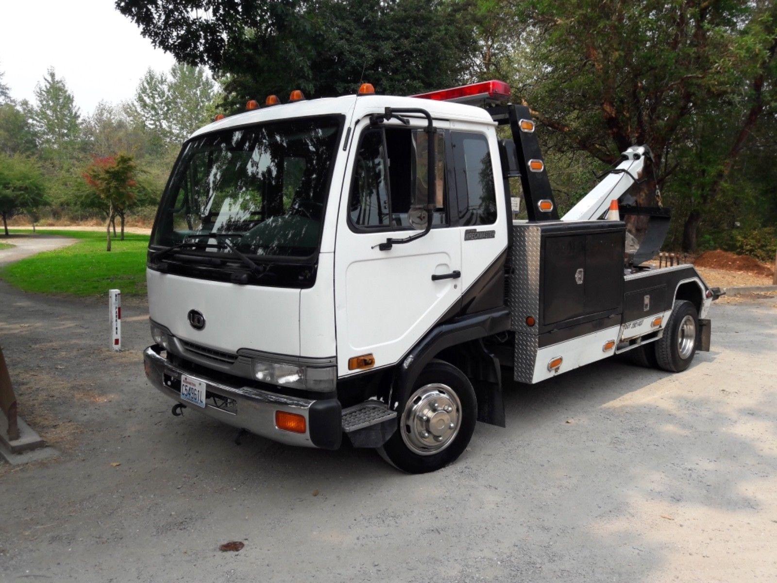 Abschleppwagen Wrecker UD 2000 Nissan Diesel