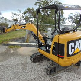 "2010 CAT 301.8 ""MINIBAGGER"" 2 SPD - 4.000 LBS - RETRACTABLE TRACKS & BLADE"