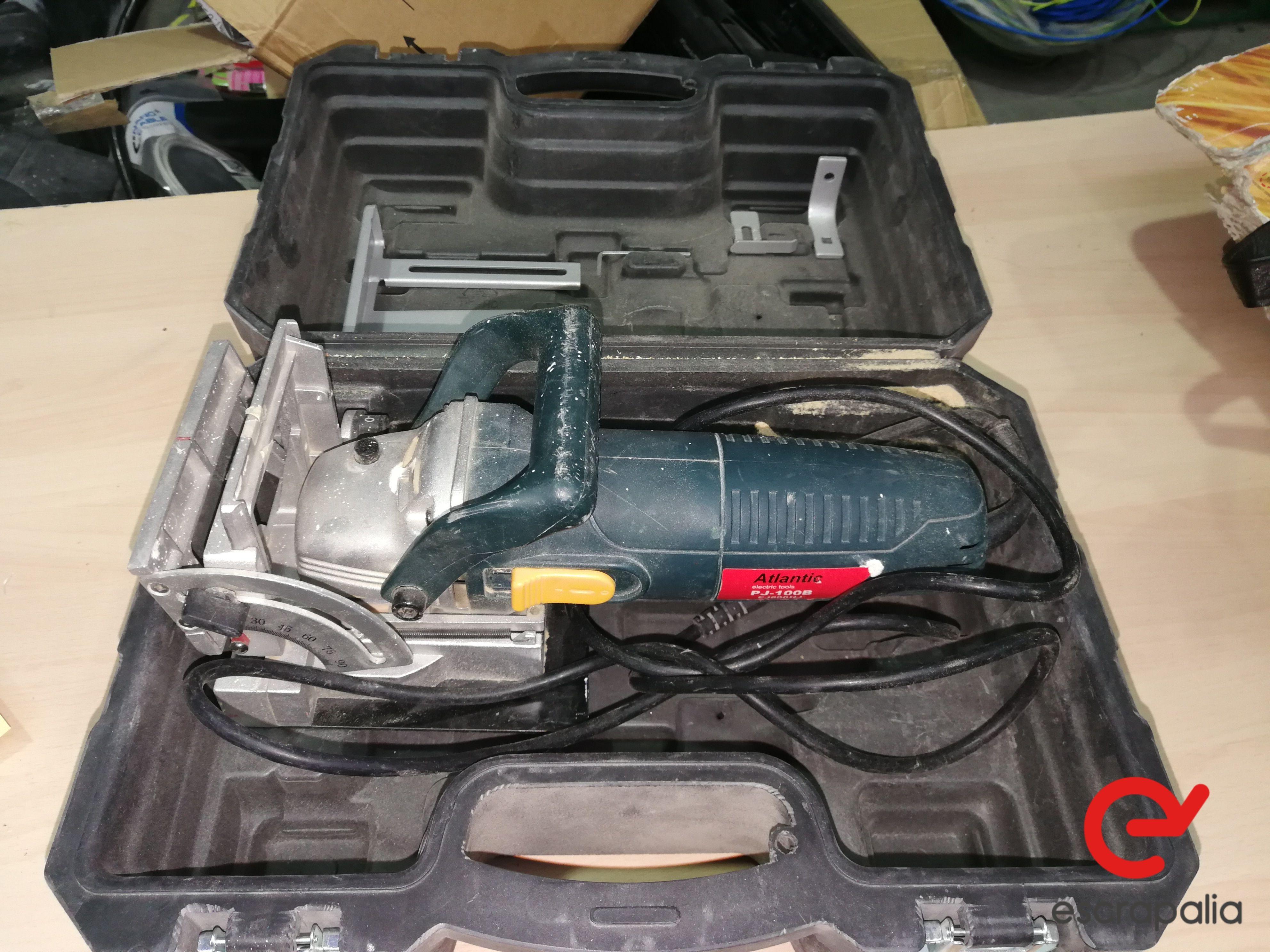 Praktischer Wickler Modell PJ 100B. Lot 041