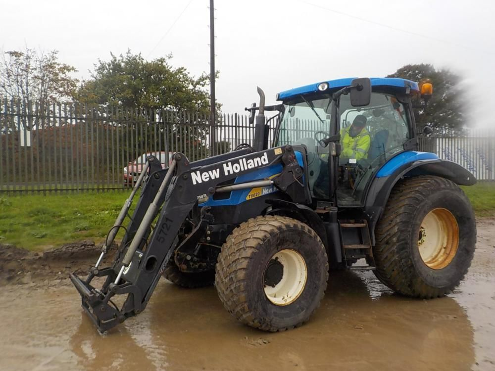 LOT Nr. 0749 - 2011 New Holland T6020