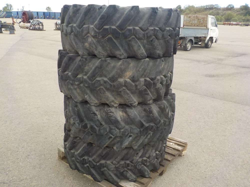 Armortes 15R 22.5 Reifen und Felgen (4 von)
