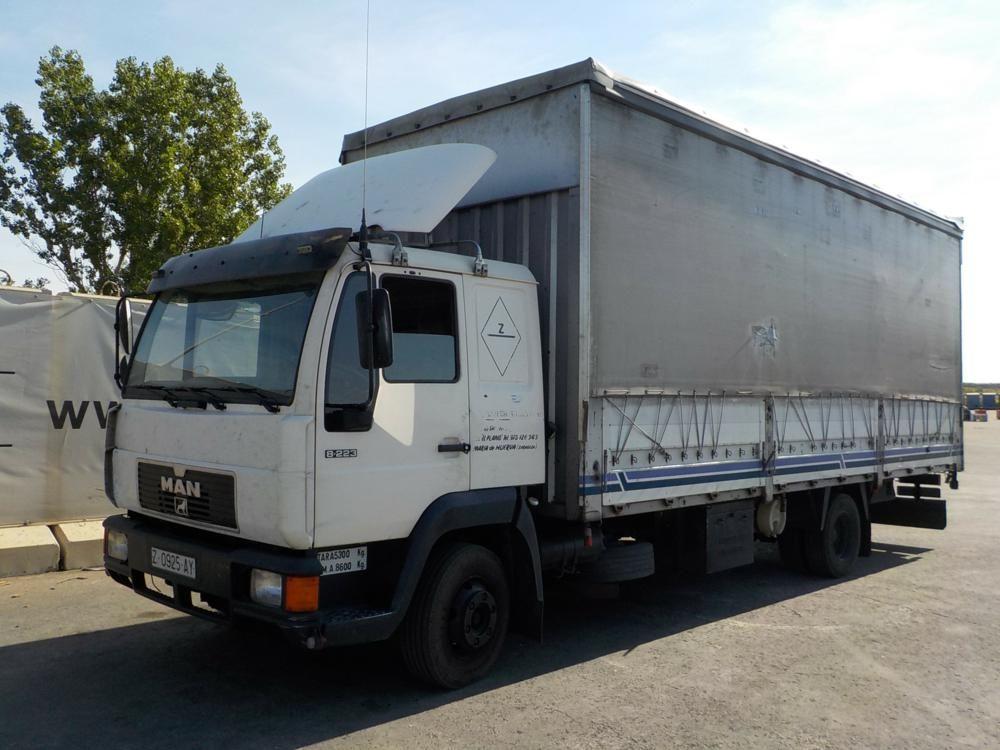 1995 MAN 8223F Curtainsider-Pritschenwagen (spanische Dokumente verfügbar, vorübergehend abgemeldet,