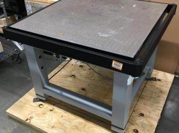Newport Vibration Pneumatischer Tisch, 36