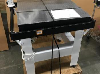 Newport Vibration Pneumatischer Tisch, 30