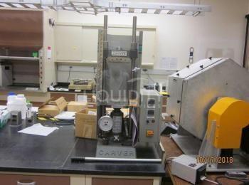 Carver Platen Press Modell 4386 mit Hydraulikeinheit Modell 3912 und elektronischen Sensoren, 115V