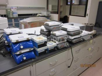 22 Ea. Rührer / Heizplatten Dazu gehören: Fisher Scientific, Corning, Thermolyne und! Ea. VWR Wasser