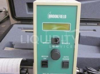 2 Ea. Brookfield-Viskosimeter: (1) Modell LVDVE; DV-E; Seriennummer 856310; 115V-50 / 60H; (1) Model