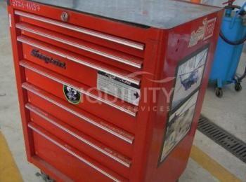 Snap-On Werkzeugkasten mit 7 Schubladen und Schlüssel. Maßeinheit: 27