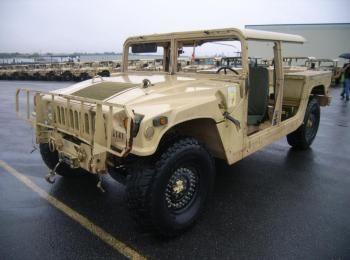 2002 Am General mdl W / E M1025A2 4 X 4 1-1 / 4 Tonnen ARMT CAR, Nutzfahrzeug. S / n 200228. Reg.-Nr