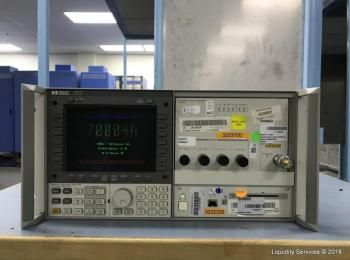 Hewlett Packard 70004A Farbsystem Display Ser. 3746A06074 Mit: Hewlett Packard 70340A Signalgenerato
