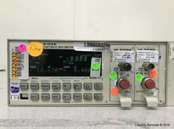 Hewlett Packard 8153A Lichtwellenmultimeter Mainframe Ser. 2946G09335 Mit: Hewlett Packard 81536A Le