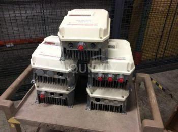 5 Ea. Reliance Electric SP 500 US-Laufwerke, 2,0 kVA, 1 PS bei 0,8 pf, Eingang 460 V, Ausgang 460 V,