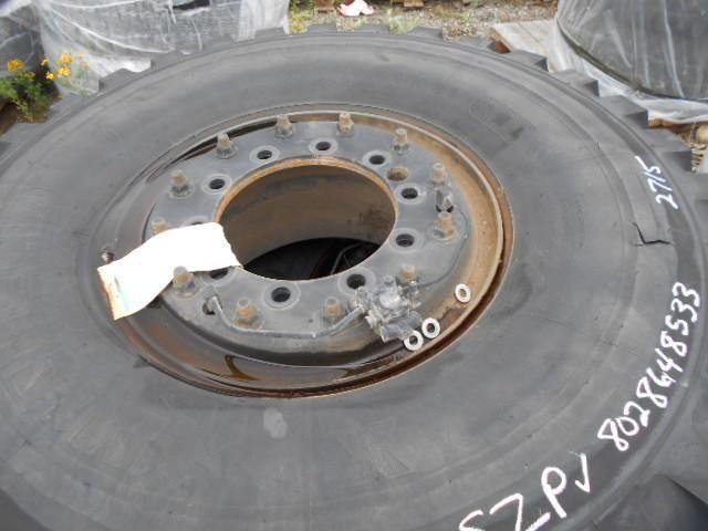 17 Reifen. 395 / 85R20 Goodyear MVT auf Stahlrädern montiert. Das Hotel liegt à Fort. Lewis, Washington Gebr