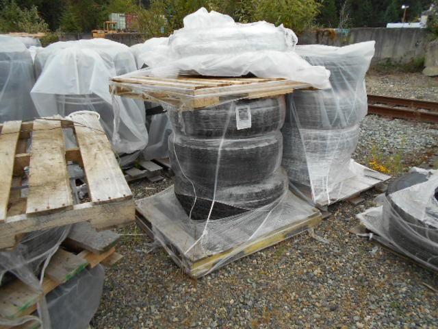 10 Reifen. 37 x 12.50R 16.5 Goodyear MT, monté dans 8-Loch-Stahlrädern. Das Hotel liegt à Fort. Lewi