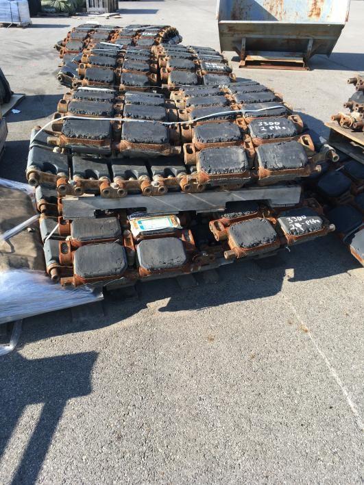 50.000 lbs. (ca.) Stahl Tankgleis (Räder, Kettenräder und Lenkarme) mit befestigten Gummipuffern. Ei