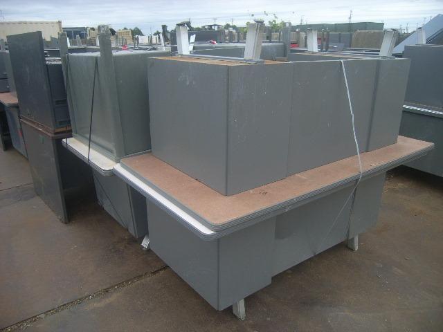 132 ea Apprx, Metall Büro Schreibtische, Stahl Material, Apprx 24.200 lbs, Abmessungen einschließlic