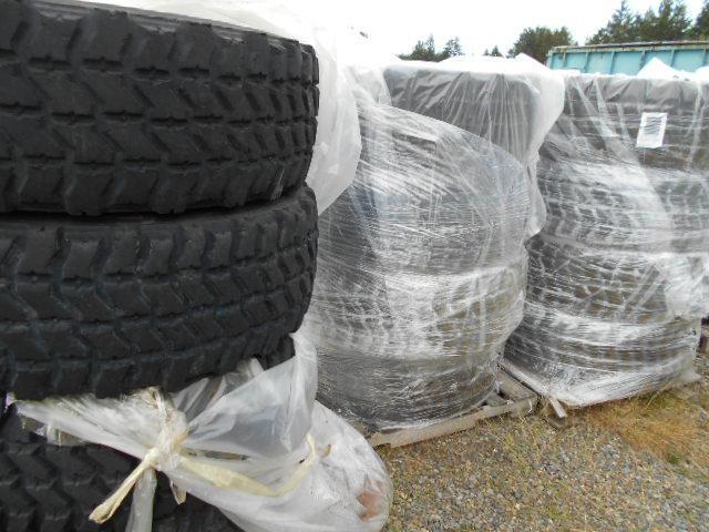 12 Reifen. 395 / 85R20 Goodyear MVT auf Stahlrädern. Das Hotel liegt à Fort. Lewis, Washington Gebrauchstaug