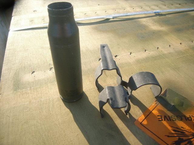 27560 lbs (Ca) gebrannte Spent Steel Casings. Um Kaliber Größe 25 mm in einem ca. Anzahl der (6) Kis