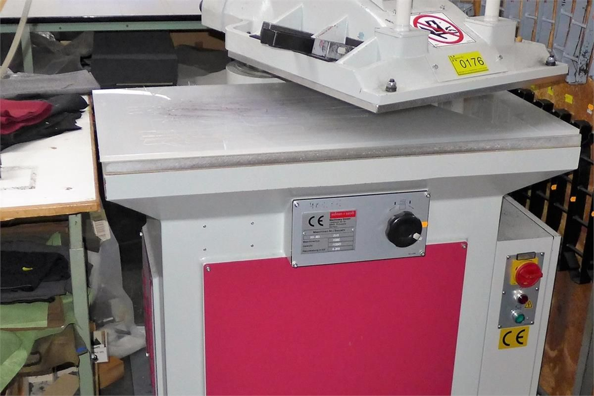 Hydraulische Schwenkarmstanzmaschine Schoen + Sandt 1028C