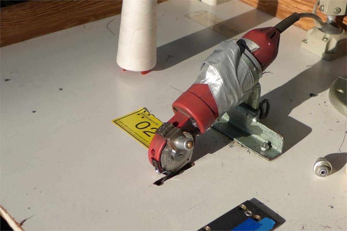 Bullmer Handstoffschneidemaschine Standard mit Flachfuß