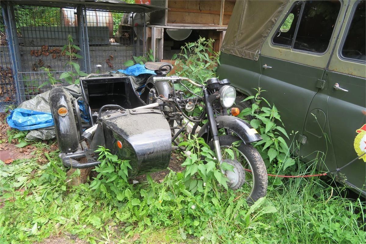 Motorrad mit Seitenwagen Dnepr