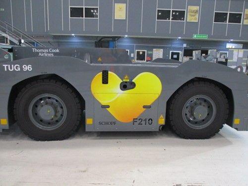 1 - Goldhofer Flughafentechnik Schopf F210 Convential Pushback Traktor
