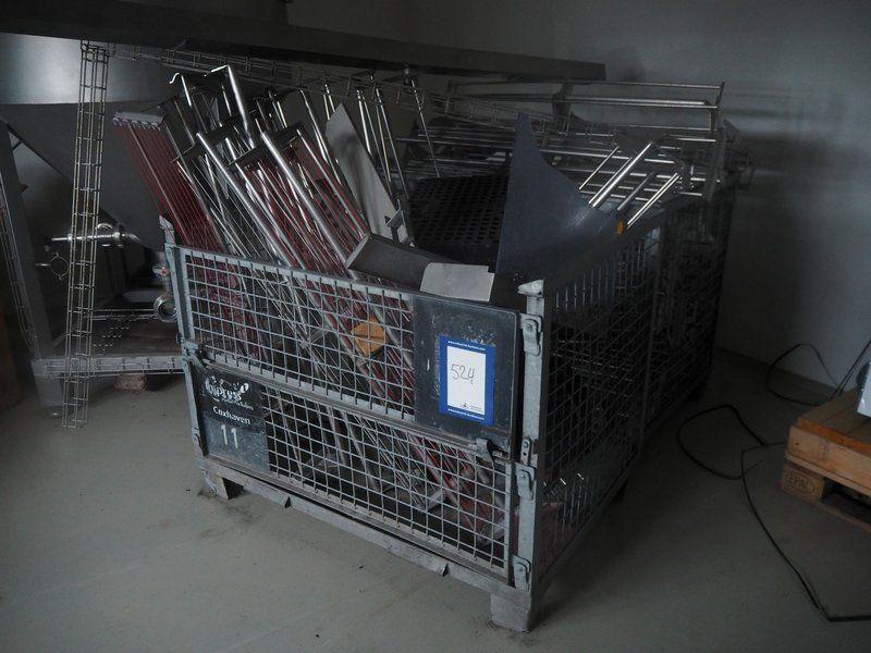 NN-Käfige mit Maschinenteilen