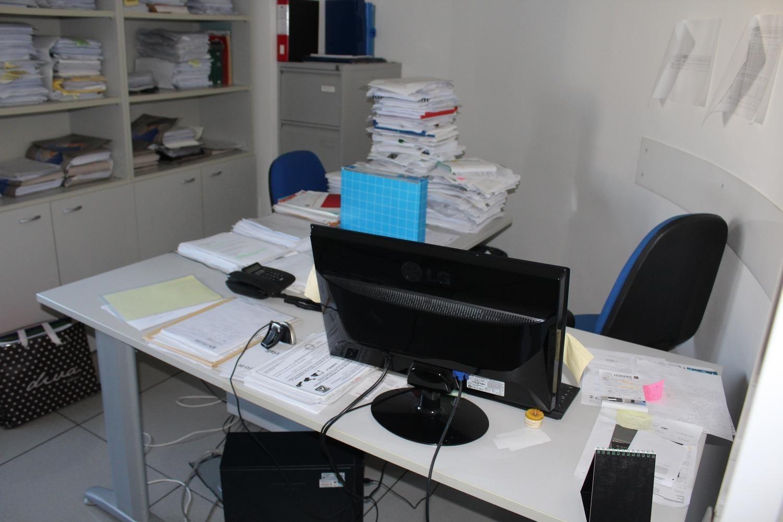 Logitech-Tastatur und LG-Monitor