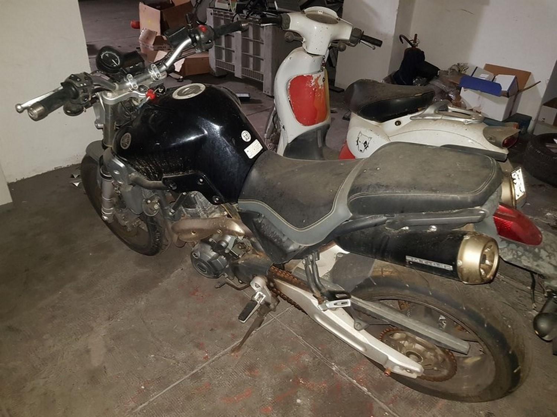 Kia Rio en Yamaha Motorräder
