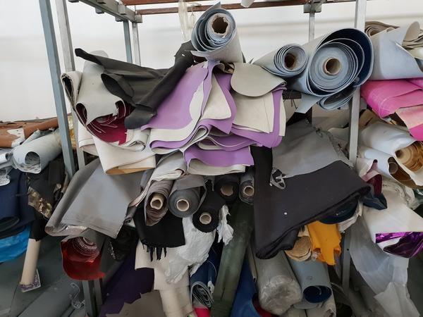 Leder und Stoffe zur Herstellung von Schuhen