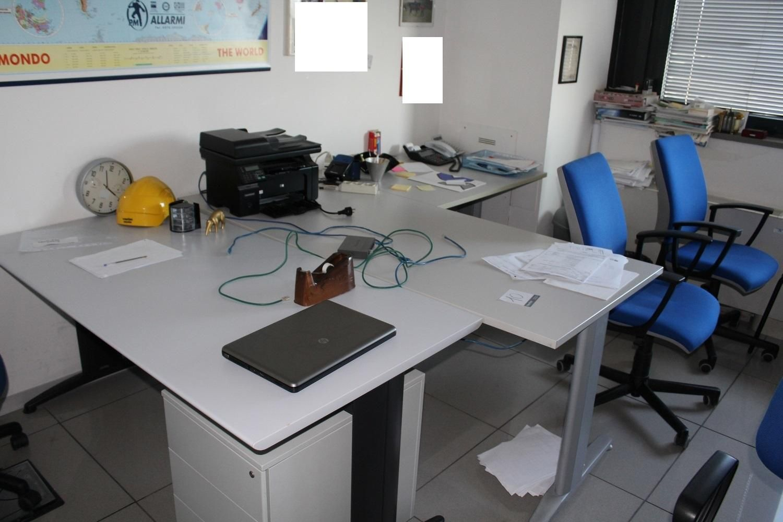 Büroausstattung und Möbel
