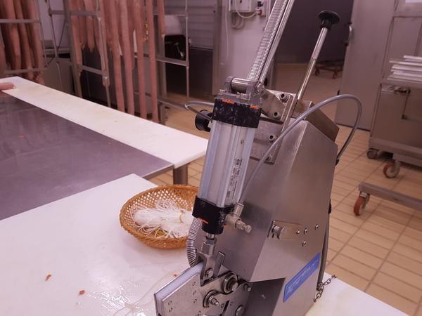 Clipping-Maschine